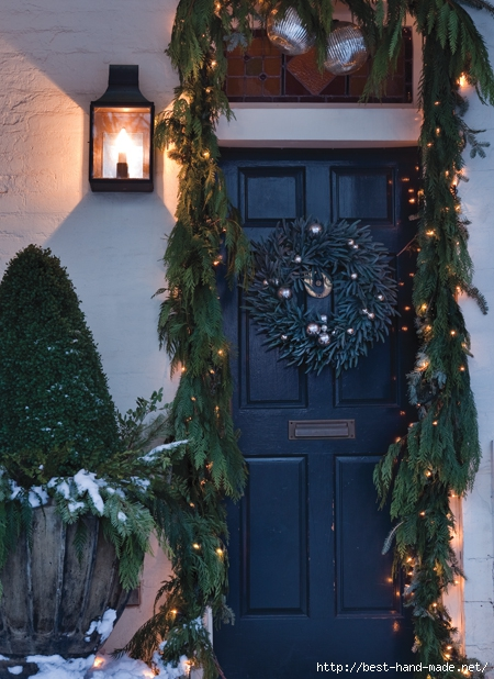 house-home-christmas-front-door-lights-dgriffith_HH_NO10 (450x618, 248Kb)