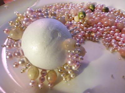 Original_Christmas-Ornament-beads-pins-styrofoam_s4x3_lead (400x300, 22Kb)