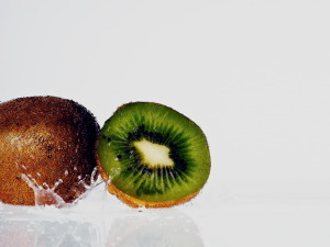 Food_Fruits_and_Berryes_Kiwi_029988_-300x225 (300x225, 19Kb)