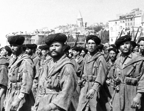 1359356940_Corps_de_Montagne_were_the_vanguard_of_the_French_Expeditionary_Corps_attack_through_the_Aurunci_Mountains_during_Operation_Diadem_the_fourth_Battle_of_Monte_Cassino___Marokkanskiy_gornuyy_korpus (500x384, 54Kb)