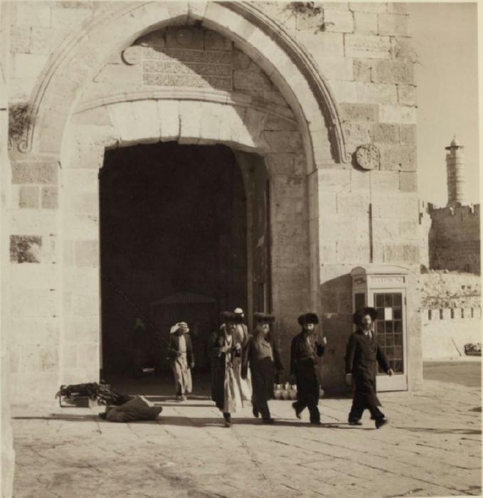25 Польские евреи в своих головных уборах. 29 августа - 8 сентября (679x700, 302Kb)