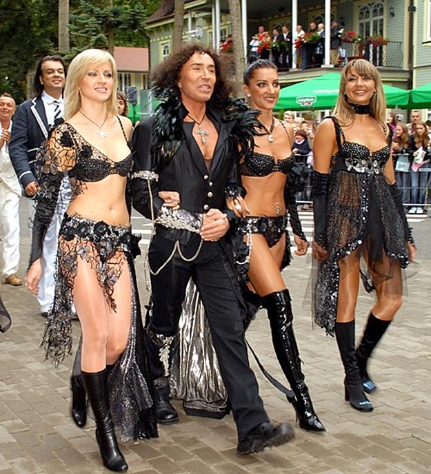 Балерины на подтанцовке у звезд эстрады фото, снятии русских девок на улице порно