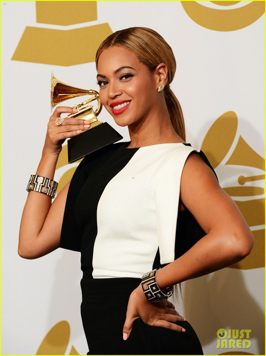 beyonce-jay-z-grammys-2013-winners-room-photos-06 (523x700, 67Kb)