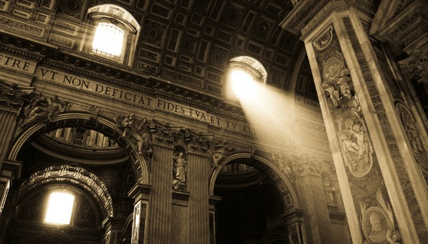 1360888881_Inside_St_Peters_Basilica_in_Vatican_City_Photo_Hutdog83___Vatican620 (620x354, 116Kb)