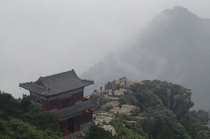 800px-Taishan_-_cliff_and_peak (800x531, 35Kb)