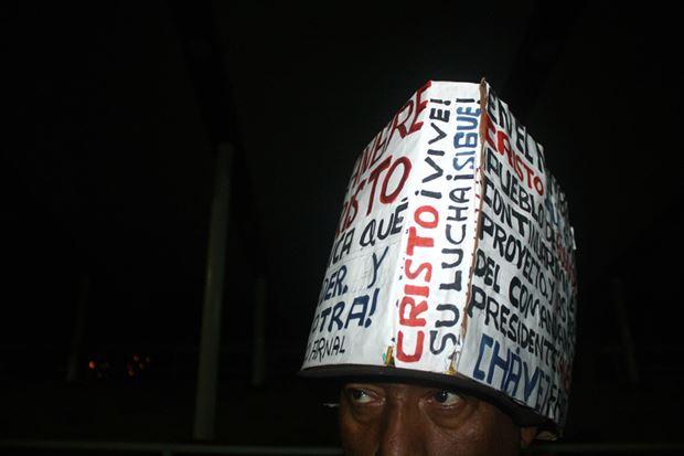 Патриотические головные уборы в честь Уго Чавеса. Фотографии