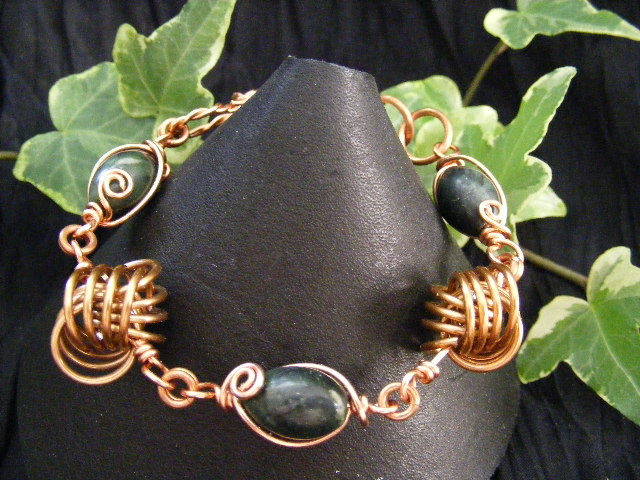 dutch_love_knot_with_serpentine_bracelet_by_backtoearthcreations-d57un6z (640x480, 111Kb)