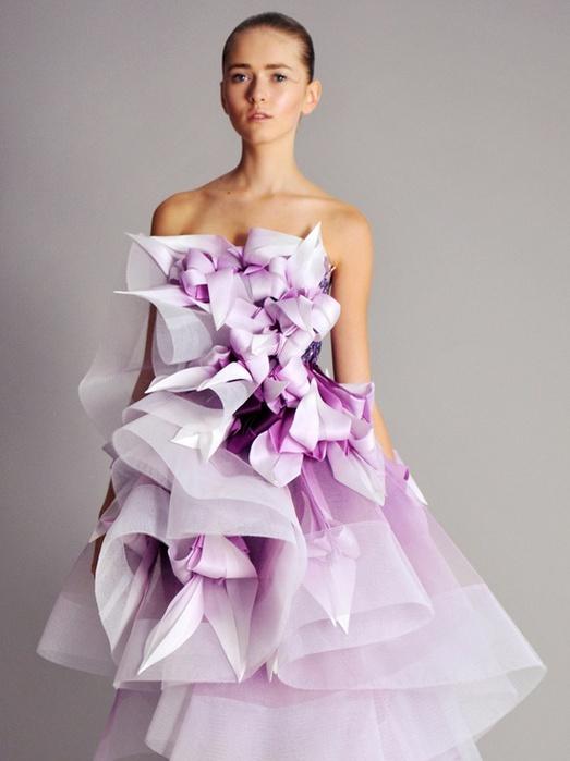 Самые красивые и необычные платья из бумаги 96
