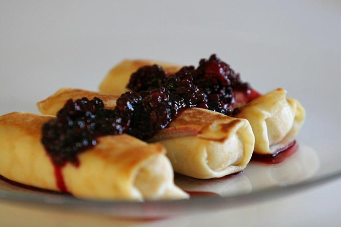 4638534_Cheese_blintzes_with_blackberries (700x466, 50Kb)
