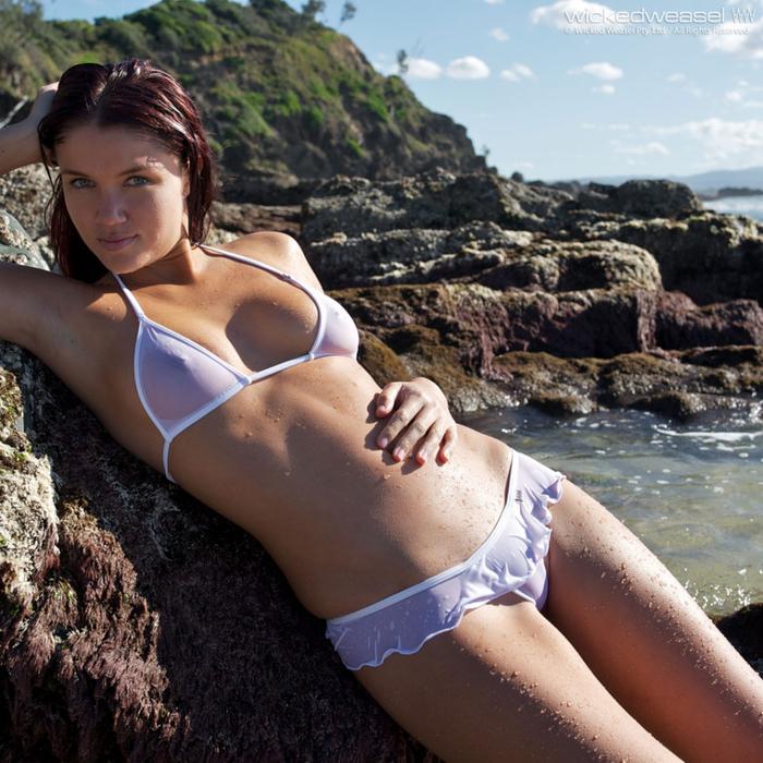 Does bikini en jovencitas were