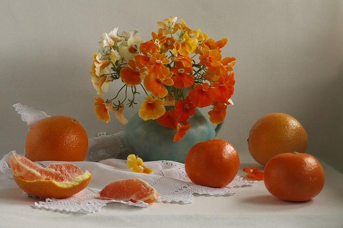 Натюрморты цветочно - фруктовые 54127465_127 (700x467, 79Kb)