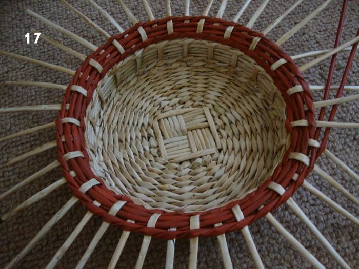 Плетение из газет. Объемная вазочка для фруктов (17) (700x525, 317Kb)