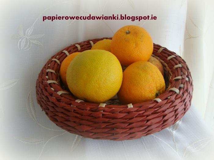 Плетение из газет. Объемная вазочка для фруктов