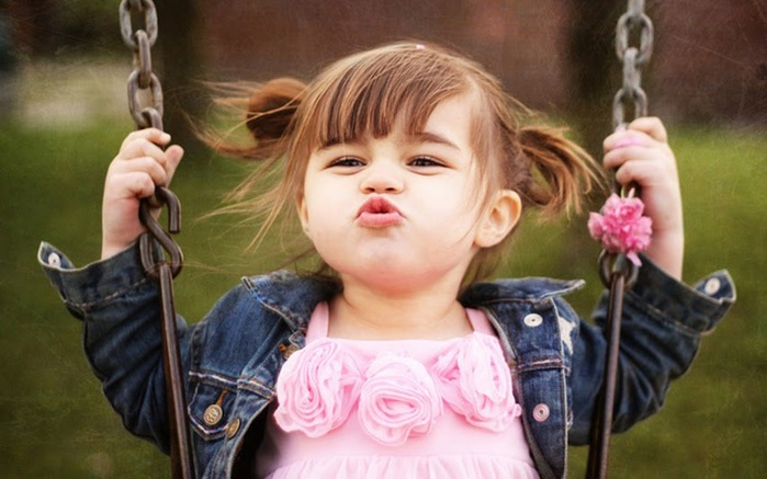 Baby-Girl-Kisses-1800x2880 (700x437, 86Kb)
