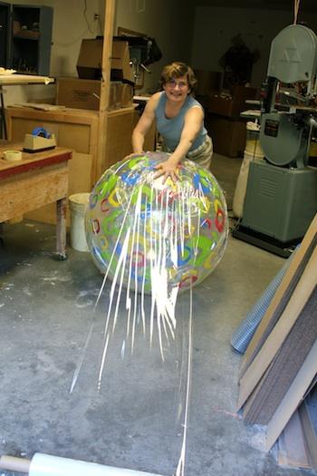 Декоративные шары из цемента для сада. Идеи и мастер-класс (43) (350x525, 75Kb)