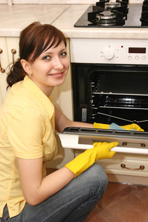 woman-cleaning-oven (300x449, 56Kb)