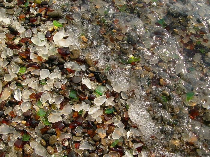 323927500002000glass_beach_01 (700x525, 461Kb)