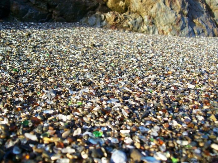 323927500002000glass_beach_03 (700x524, 482Kb)
