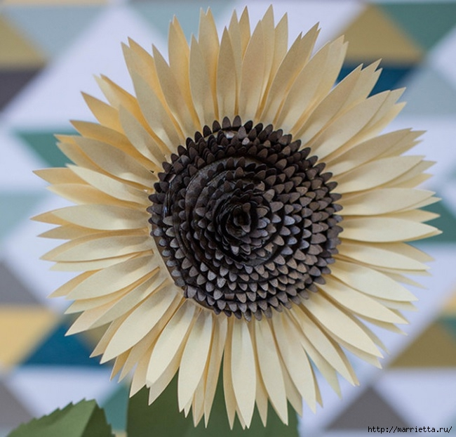 Как красиво смотрятся ПОДСОЛНУХИ ИЗ БУМАГИ (6) (650x622, 208Kb)