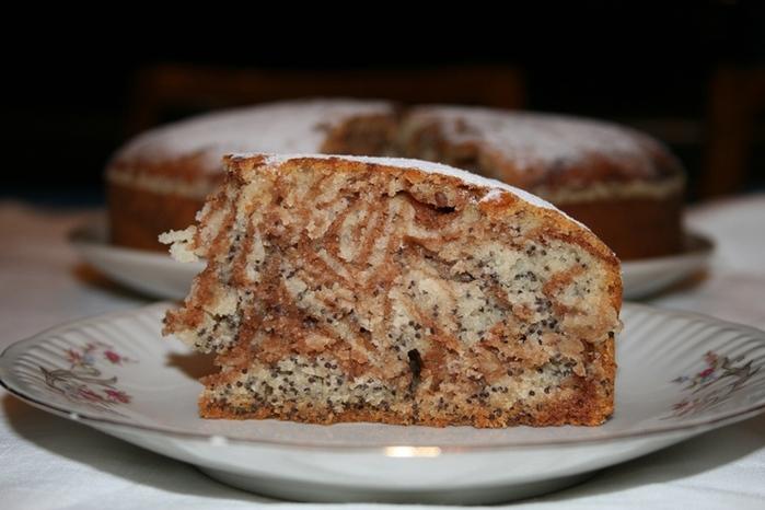 В тесто добавить какао-порошок, смешанный с быстрорастворимым кофе.