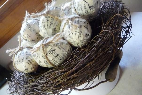газетный декор яиц