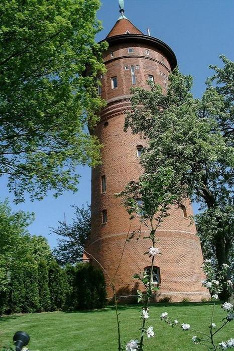 Переделанные здания водонапорных башен голландия