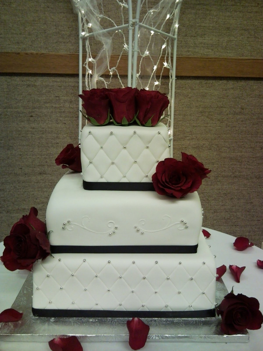 white-wedding-cake-with-red-roses-119 (525x700, 371Kb)