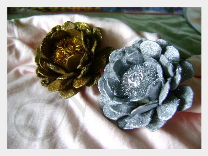 Цветы из яичных лотков своими руками 12