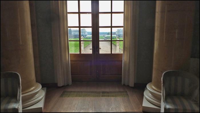Вид в парк из Овального зала Юсуповского дворца/3673959_11 (700x394, 96Kb)