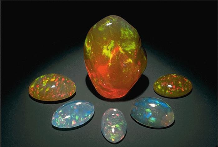 Камень опал натуральный
