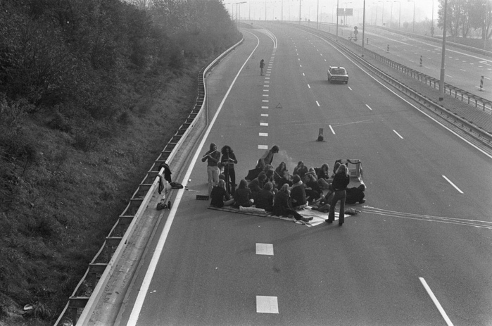 historical-photos-pt6-1973-oil-crisis-picnic-highway (700x463, 135Kb)