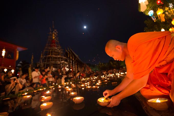 3Фестиваль Лой Кратонг - праздник света в Таиланде