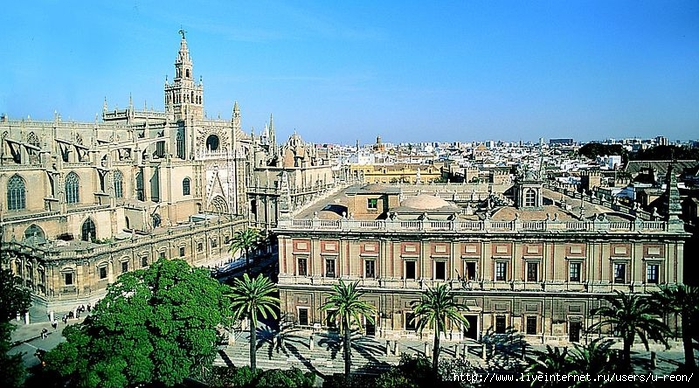800px-Cathedral_and_Archivo_de_Indias_-_Seville (700x388, 318Kb)