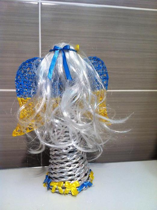 ангел плетенный из газетных трубочек
