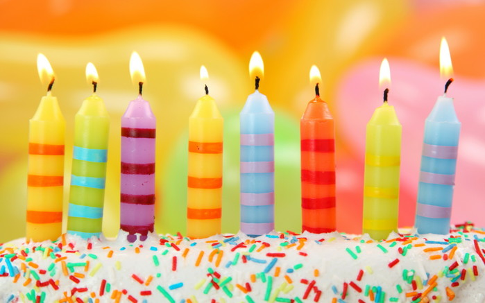 3059790_Holidays_Birthday_Birthday_cake_with_candles_032043_ (700x437, 69Kb)