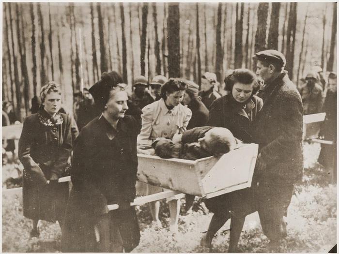 Секс фото немецких женщин в чулках на кладбище