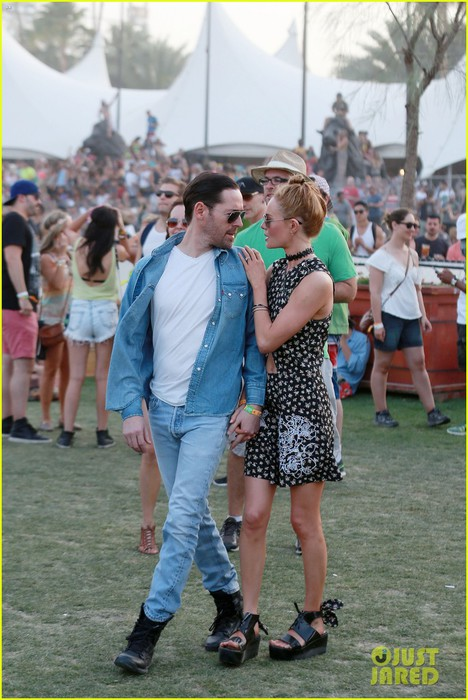 kate-bosworth-michael-polish-display-pda-at-coachella-14 (468x700, 102Kb)