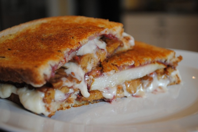 3875377_40123106501447832101pearbaconraspberrygrilledcheese41024x685 (650x434, 69Kb)