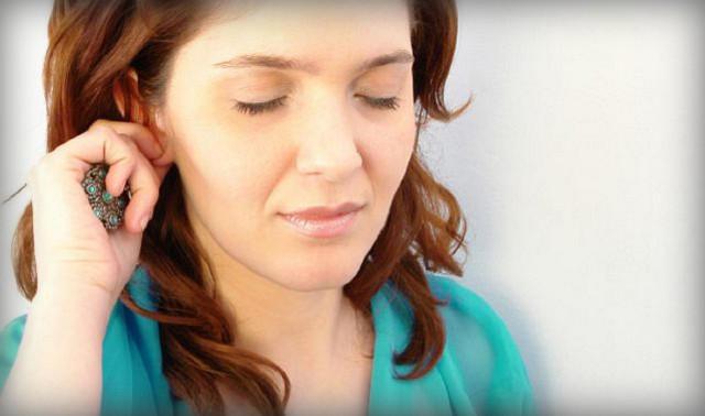 Чем обработать уши после прокалывания если гноятся