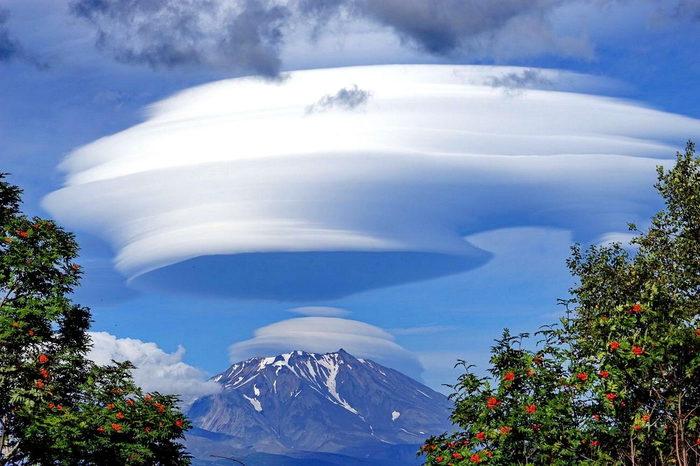 выглядит она, необычные облака на камчатке фото социальных сетях выкладывают