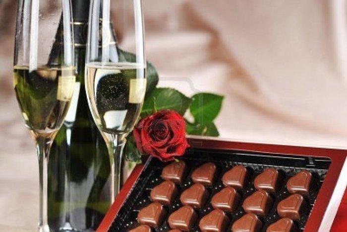 Картинках, открытки с днем рождения шампанское конфеты