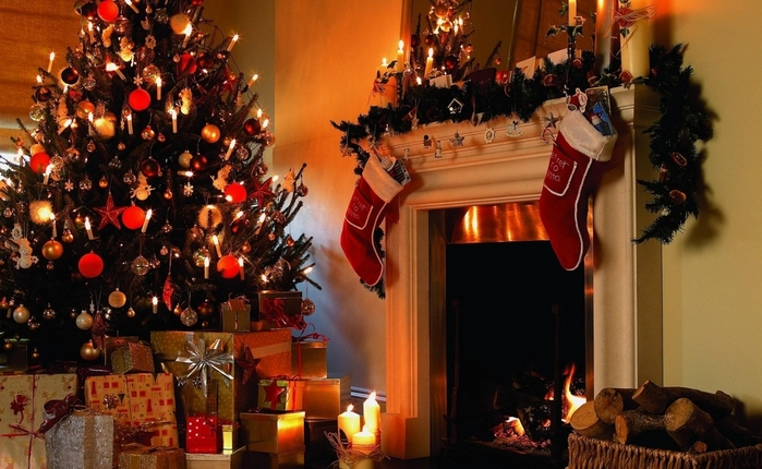 4752823_christmas_tree_gifts_candles_fireplace_firewood_stockings_christmas_holiday_41413_1920x1080 (700x430, 256Kb)