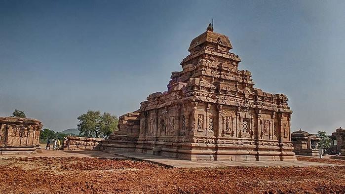 Храмовый комплекс Паттадакал. Индия/3673959_5 (700x393, 56Kb)