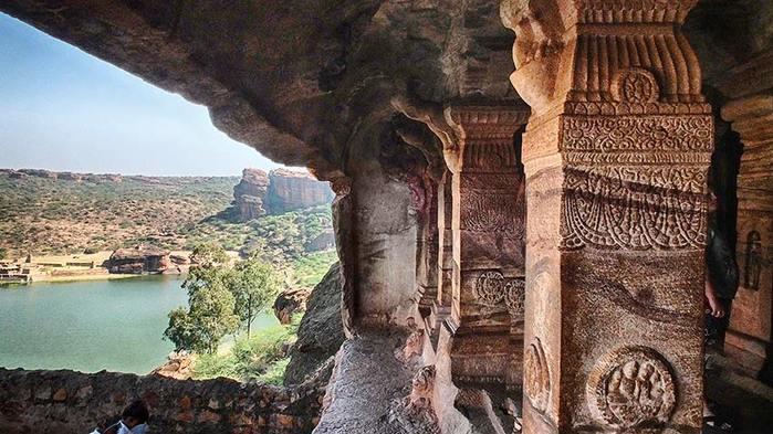 Дещерные храмы Бадамию Индия/3673959_8 (700x393, 71Kb)