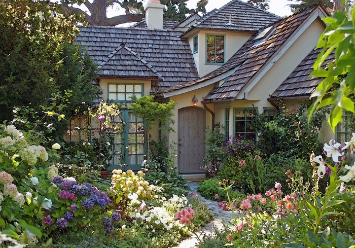 garden-design-with-the-most-beautiful-french-cottage-hotelr-planting-blueberries-from-net_cottage-house-landscape-design_interior-design_interior-design-magazine-schools-kitchen-online-degree-tips-ser (700x489, 178Kb)