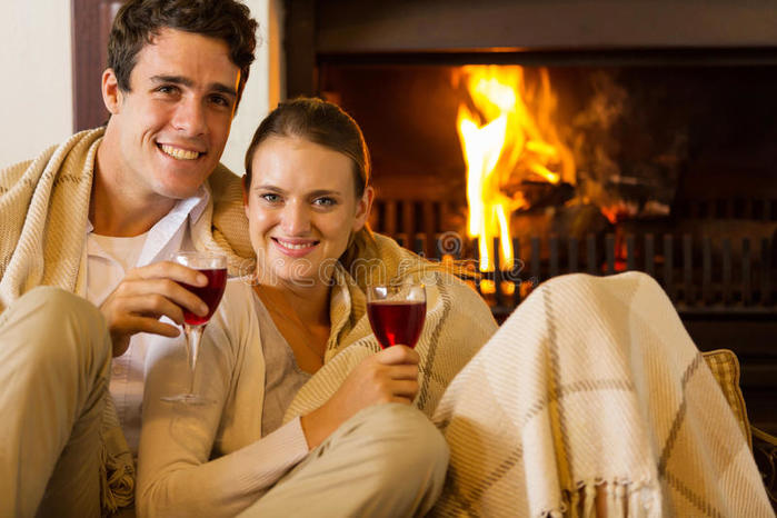 couple-wine-fireplace-portrait-young-drinking-red-front-50966810 (400x266, 58Kb)