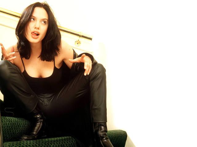 Angelina-Jolie-wallpaper-488-640x480 (640x480, 28Kb)