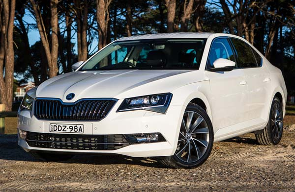Skoda-Superb-2017-01 (600x392, 54Kb)