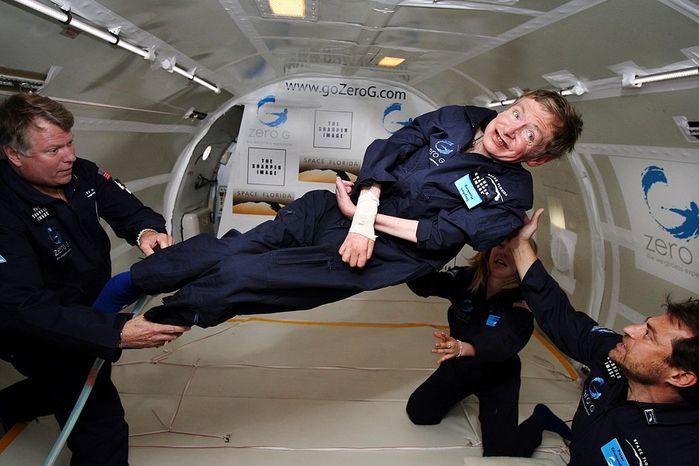1024px-Physicist_Stephen_Hawking_in_Zero_Gravity_NASA (700x466, 56Kb)