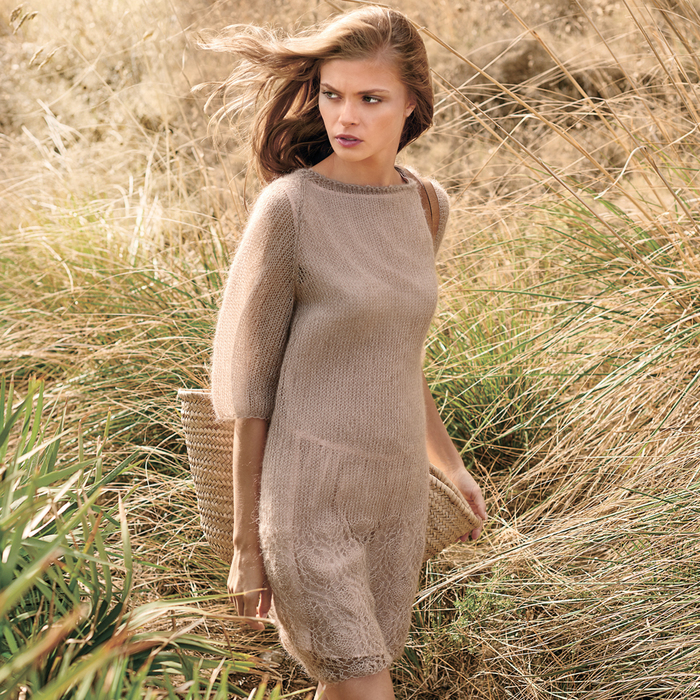 Платье с ажурной каймой.